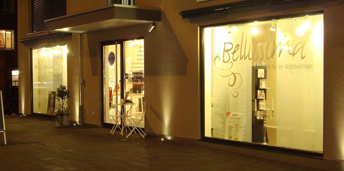 Bellissima Hasle, Schaufenster bei Nacht